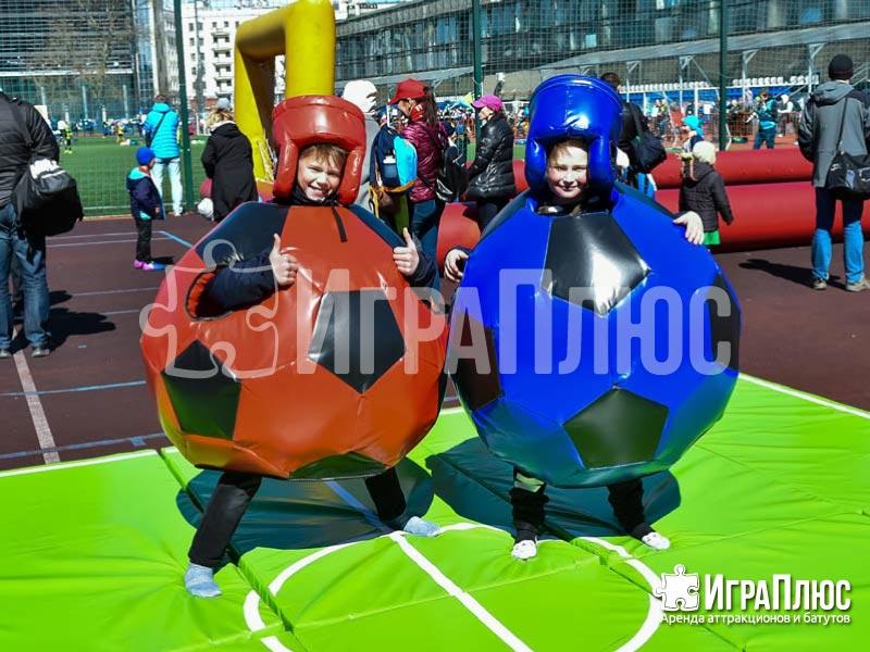 Бои в футбольных мячах