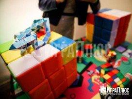 головоломки 90-х, советские головоломки, зона Кубика Рубика, вечеринка 90-х, реквизит в фото зону, аттракционы в аренду, развлечения для вечеринки 90-х, поколение mtv, аренда аттракционов, играплюс, гигантский кубик рубик